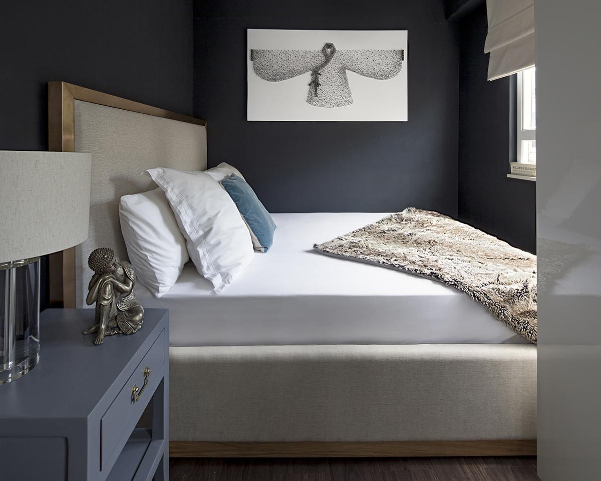 BEDROOM IN BLACK